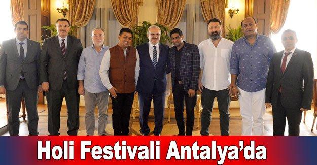 Holi Festivali Antalya'da