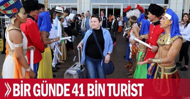 Bir günde 41 bin turist