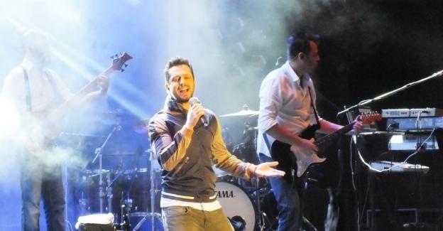 Murat Boz 5 bin kişiye konser verdi