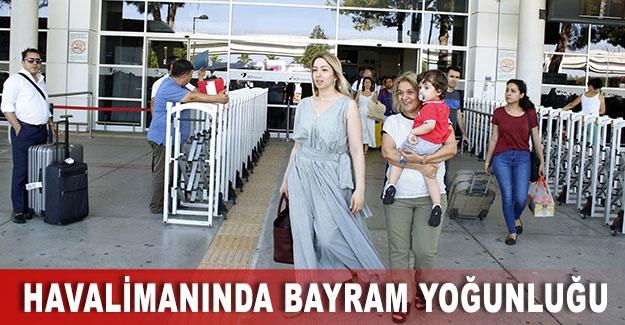 Antalya Havalimanında bayram yoğunluğu