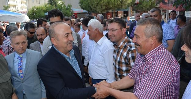 Çavuşoğlu, vatandaşlarla bayramlaştı