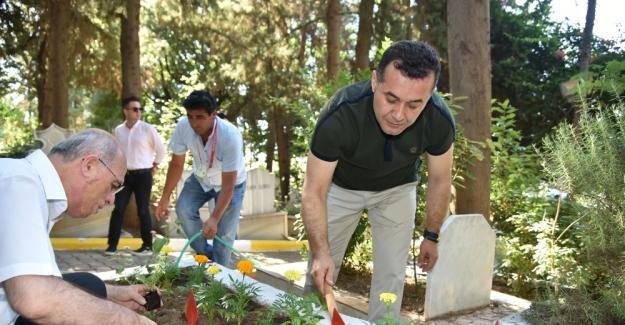 Başkan Yücel'den Şehit mezarlarına ziyaret