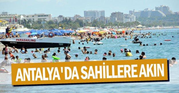 Antalya'da sahillere akın
