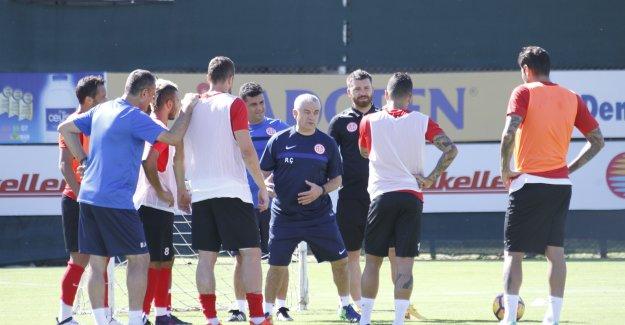 Antalyaspor kampa girdi