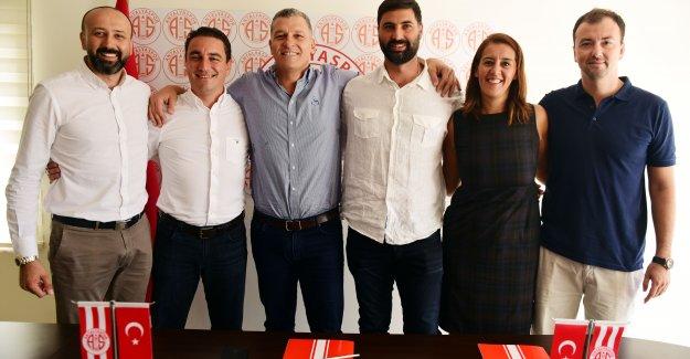 Vekiloğlu imza attı Antalyaspor TBL'de
