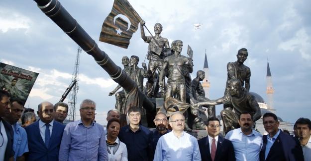 Demokrasi Anıtı'na yoğun ilgi