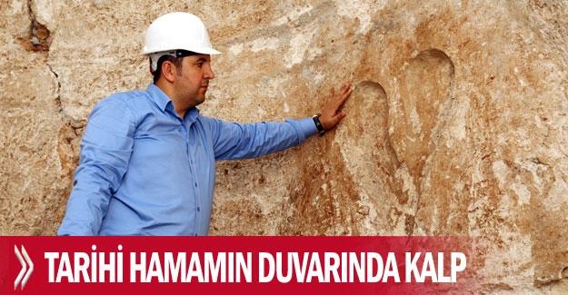Tarihi hamamın  duvarında kalp
