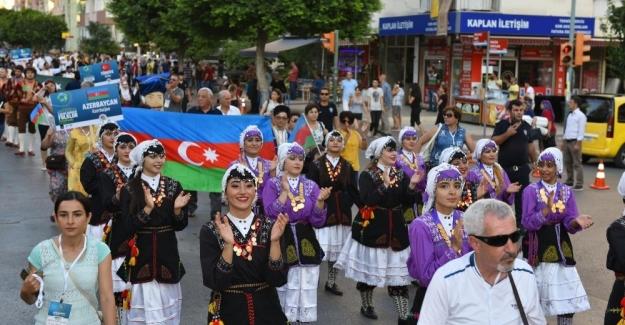 Kepez'de uluslararası folklor şöleni
