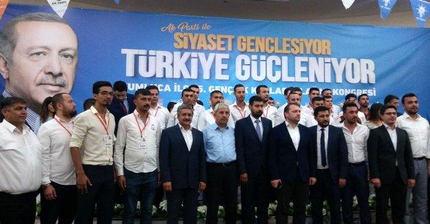 AK Partili gençler başkan seçti