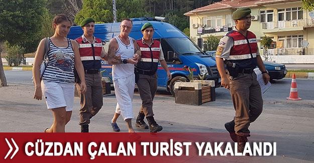 Cüzdan çalan turist yakalandı