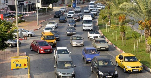 Okulun ilk gününde trafik kabusu
