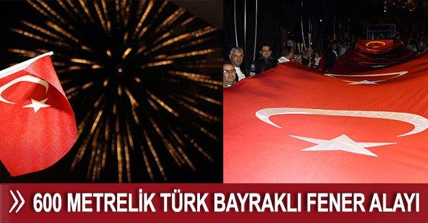 600 metrelik Türk bayraklı fener alayı