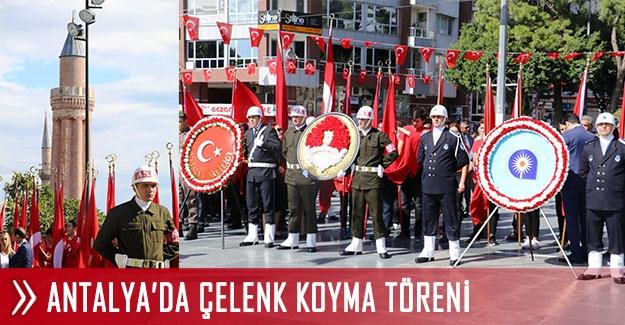 Antalya'da çelenk koyma töreni