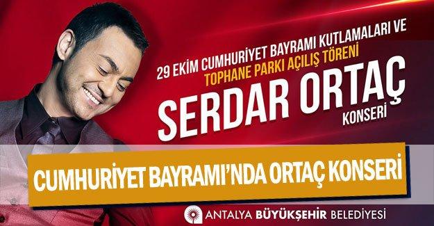 Cumhuriyet Bayramı'nda Serdar Ortaç konseri