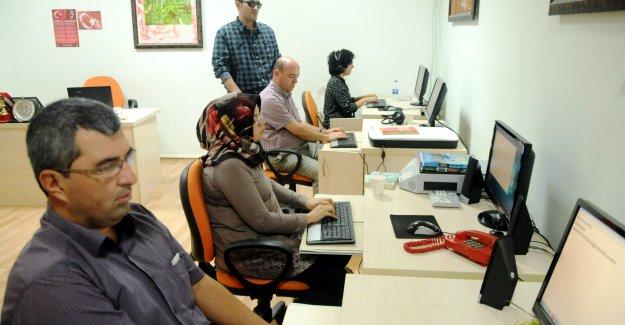 Görme engelliye  bilgisayar eğitimi