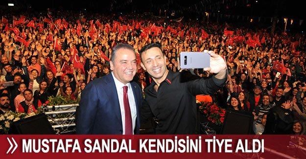Mustafa Sandal kendisini tiye aldı