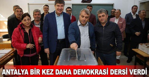 Antalya bir kez daha demokrasi dersi verdi