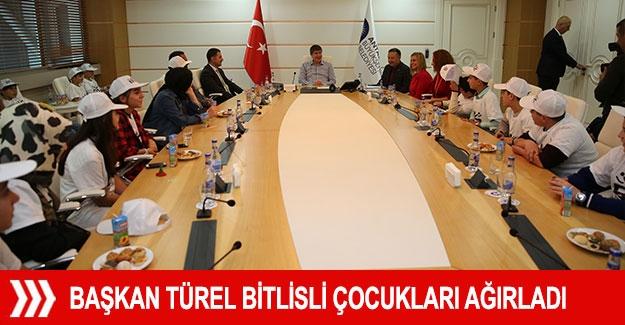 Başkan Türel Bitlisli çocukları ağırladı