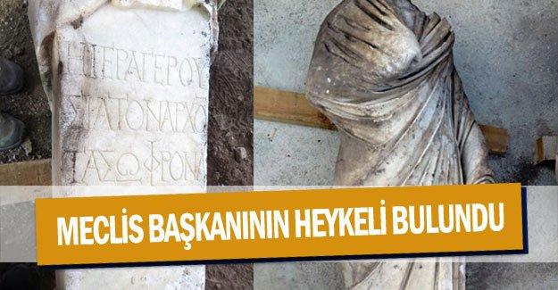 Meclis başkanının heykeli bulundu