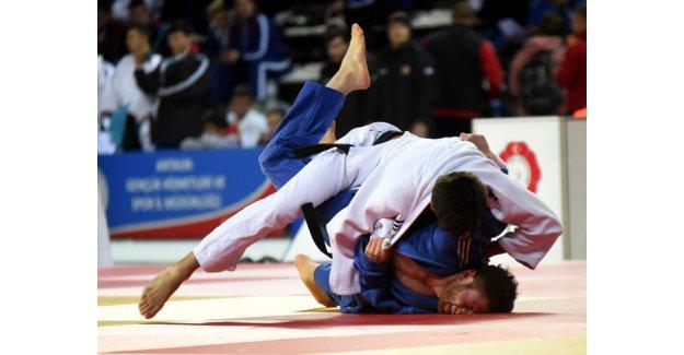 Antalya'da dev şampiyona başladı