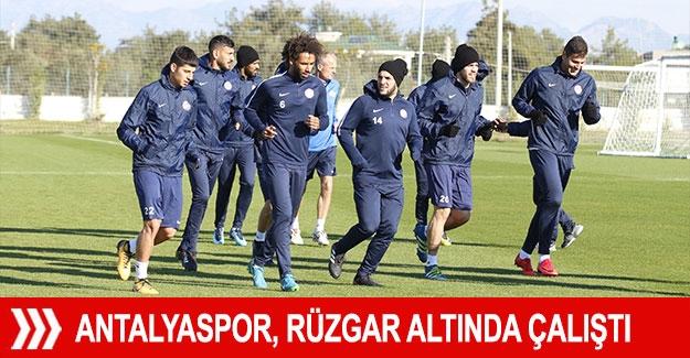 Antalyaspor, rüzgar altında çalıştı