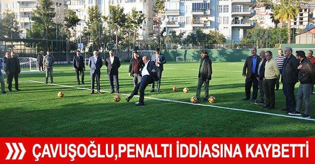 Bakan Çavuşoğlu, ağabeyi ile girdiği penaltı iddiasına kaybetti