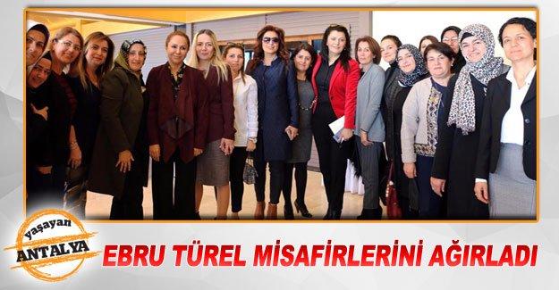 Ebru Türel misafirlerini  ağırladı