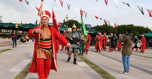 Göçmenler Günü'nde  'Mehteran' gösterisi