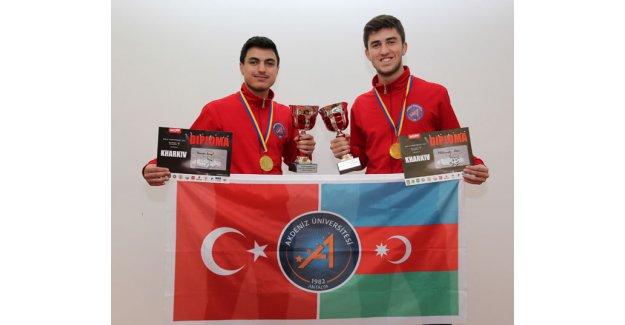 Üniversitelilerden  çifte şampiyonluk