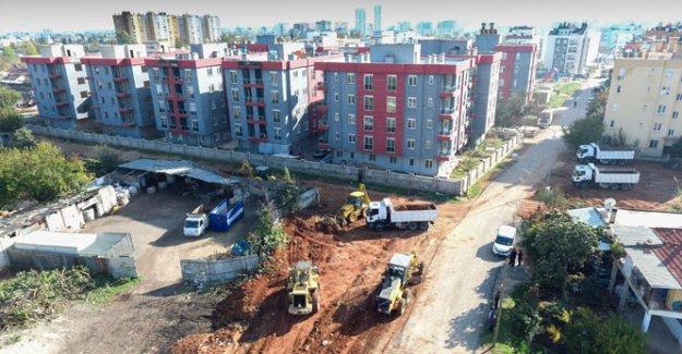 Zeytinköy'de mezbelelik alan temizliği