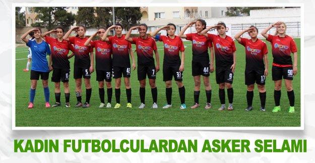 Kadın futbolculardan asker selamı