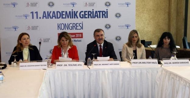 Türkiye'de 100 yaş üzerindeki kadınlar erkeklere fark attı