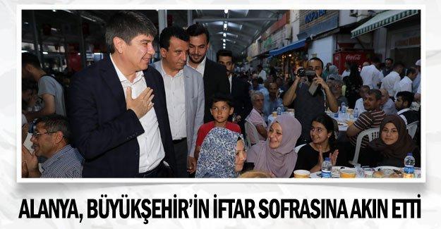 Alanya, Büyükşehir'in iftar sofrasına akın etti