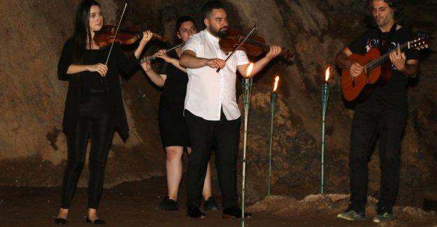 Mağarada konser