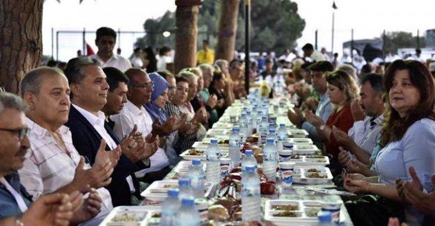 Muratpaşa'da ilk iftar  Engelsiz Kafe'de
