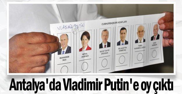 Antalya'da Vladimir Putin'e oy çıktı