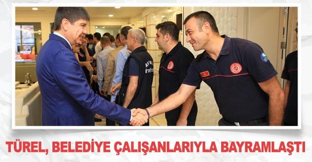 Türel, belediye çalışanlarıyla bayramlaştı