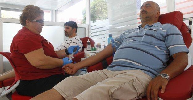 Şehitler anısına kan bağışı yaptılar