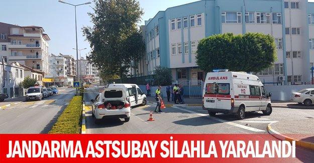 Jandarma astsubay silahla yaralandı