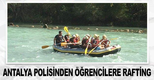 Antalya polisinden öğrencilere rafting