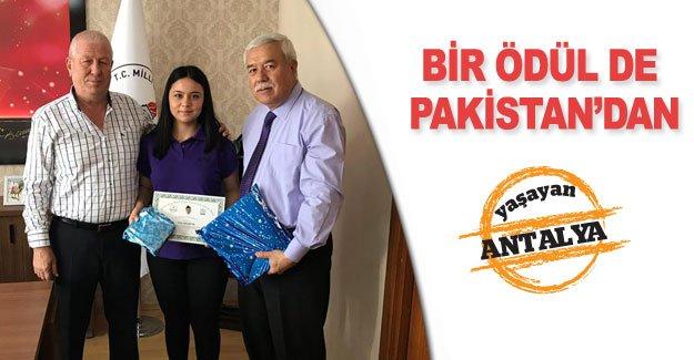 Bir ödül de Pakistan'dan