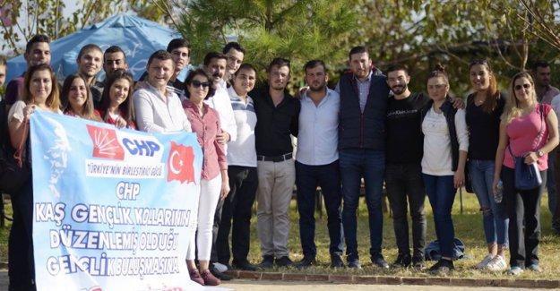 CHP'li gençler piknikte buluştu
