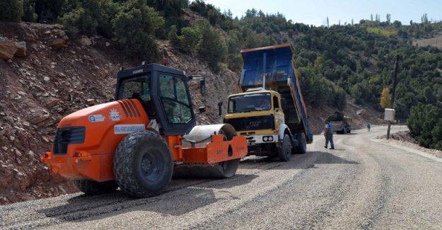 Korkuteli Güzle yolu asfaltlanıyor