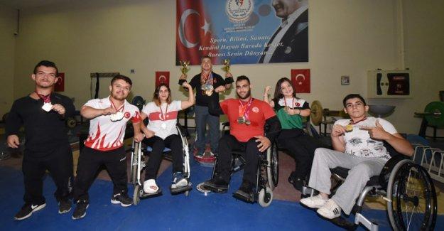 Otomobil bagajında geldiği Türkiye'de şampiyon yetiştiriyor