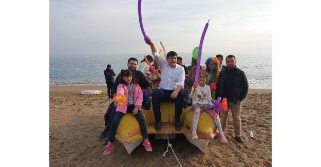 Suriyeli çocuklar sahilde buluştu