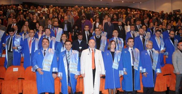 Üniversitede akademik tören