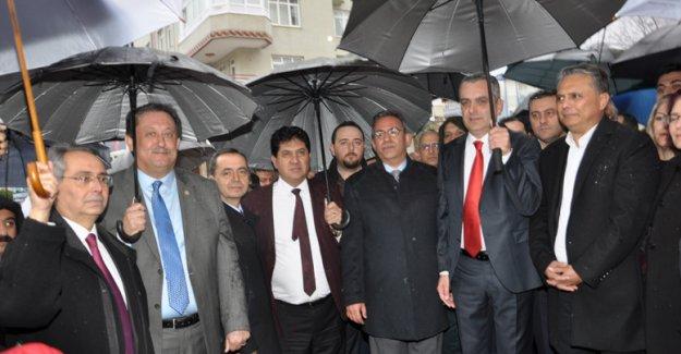 CHP'li Esen, ilk  seçim ofisini açtı