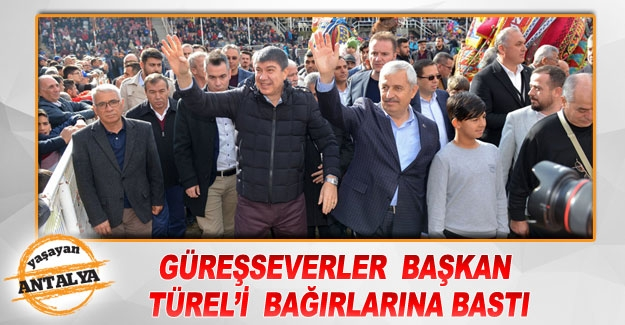 Güreşseverler  Başkan Türel'i  bağırlarına bastı