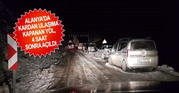 Kardan ulaşıma kapanan yol, 4 saat sonra açıldı