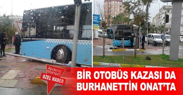 Bir otobüs kazası da Burhanettin Onat'ta